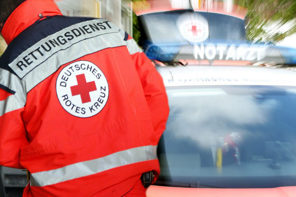 Auto mit Kindern an Bord gerät auf Gegenfahrbahn: Frontalcrash