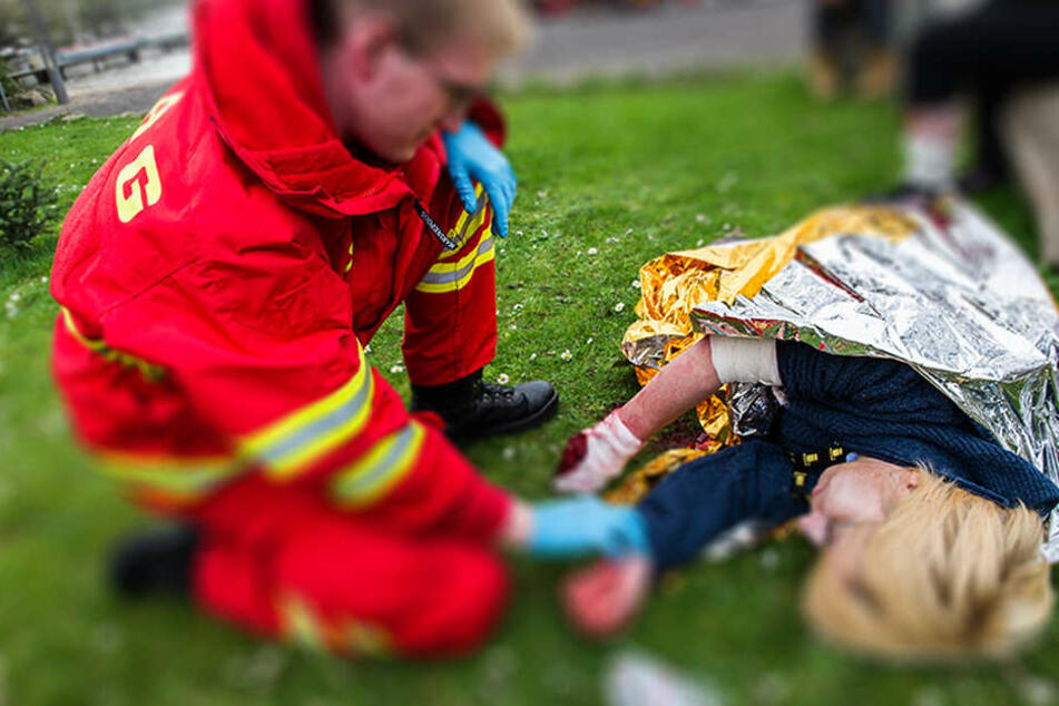 Betrunkene Frau stürzt in Landwehrkanal: Rettung durch Zufall!