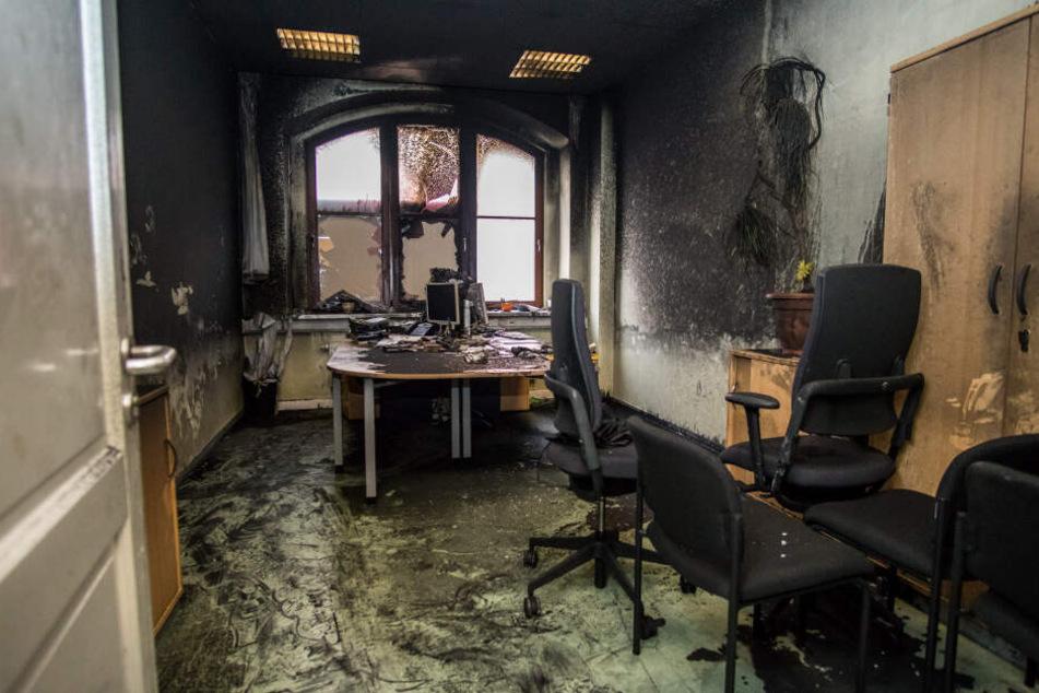 Ein ausgebranntes Büro im Haus des Jugendrechts, das zu Silvester 2017/18 angegriffen wurde.