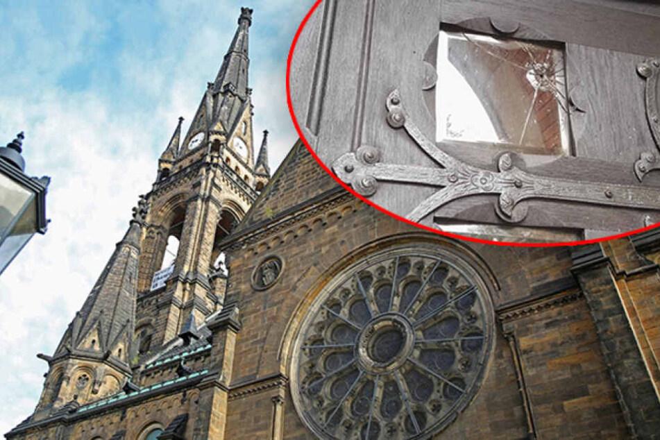 Anschlag auf Martin-Luther-Kirche! Molotow-Cocktails gegen Eingangstür geworfen