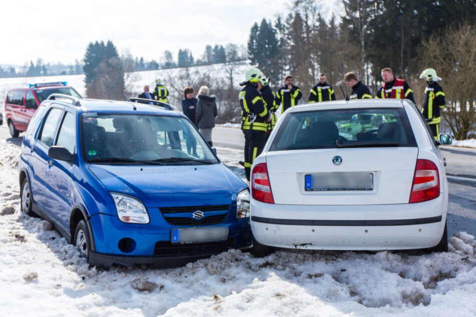 Die Fahrzeuge standen nach dem Unfall so ungünstig zueinander, dass sich der Suzuki-Fahrer nicht befreien konnte.