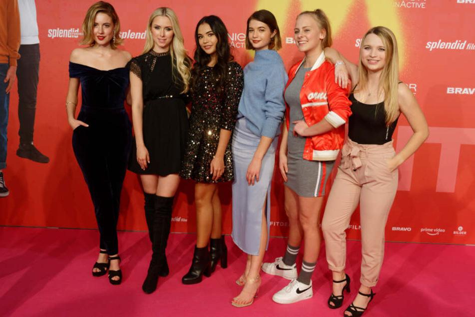 """Die Schauspielerinnen Meriel Hinsching, Vivien Wulf, Selina Mour, Lisa-Marie Koroll, Jolina Marie Ledl, Sarah Stork kommen zur Deutschlandpremiere des Kinofilms """"Misfit""""."""