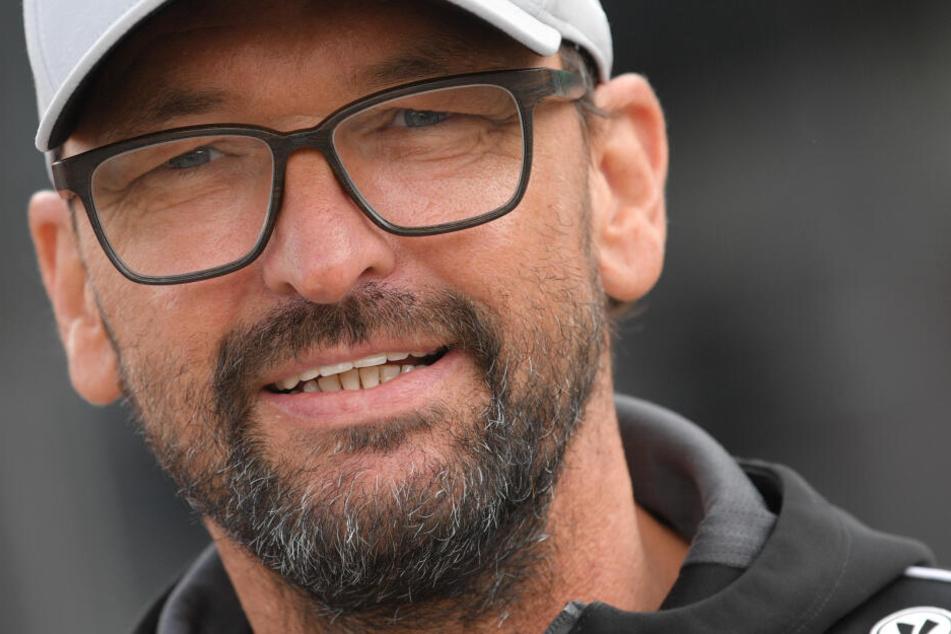 Claus-Dieter Wollitz präsentierte mit Hasse den ersten Neuzugang der kommenden Saison.