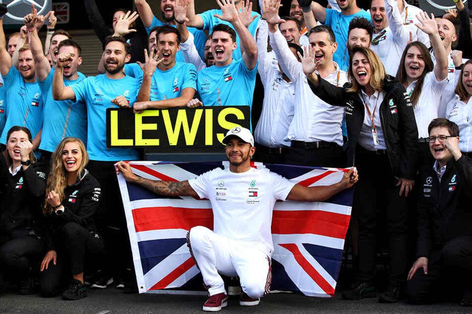 Lewis Hamilton (vorne, M) ist zum fünften Mal Formel-1-Weltmeister.