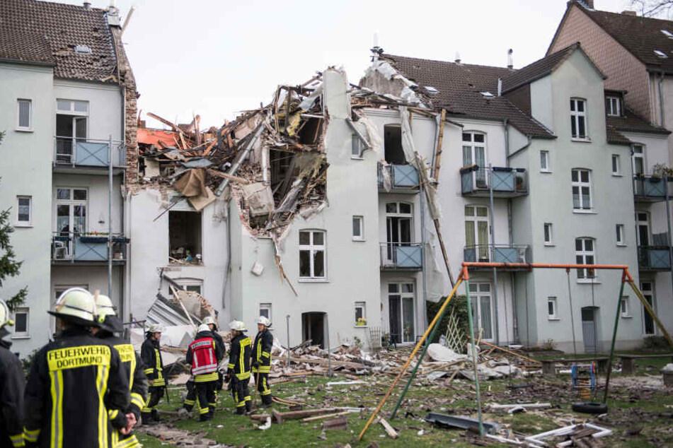 Eine mächtige Explosion zerstört ein Mehrfamilienhaus in Dortmund.