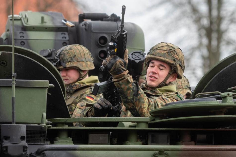 """Aufsitzen, durchladen, entsichern! Die """"Marienberger Jäger"""", hier im Schützenpanzer """"Marder"""", sind eine auslandserfahrene Kampftruppe."""