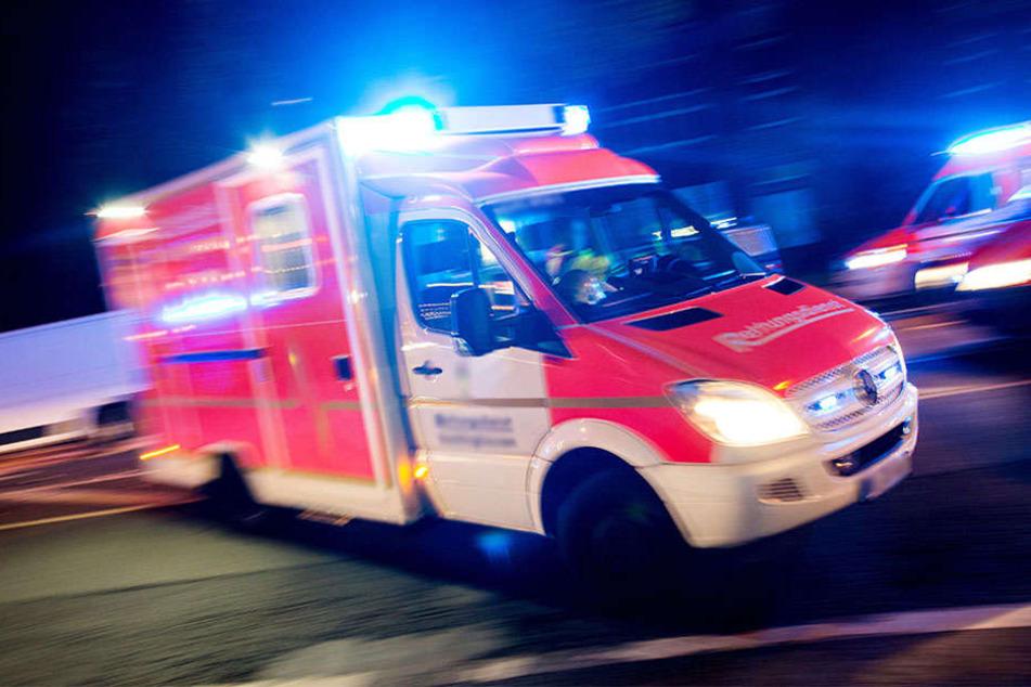Auch die 45 Rettungskräfte konnten die Frau nicht aus den Flammen retten. (Symbolbild)