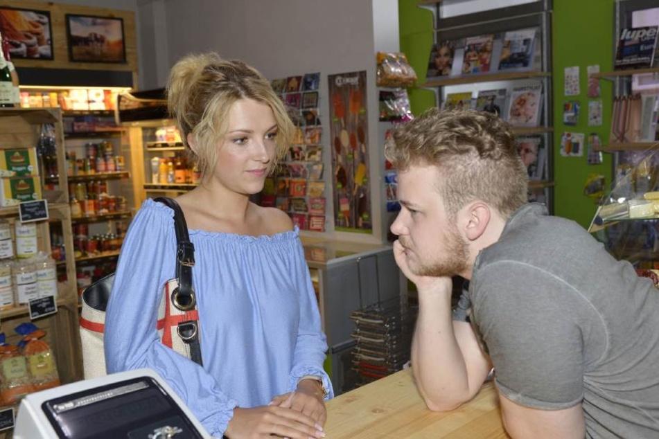 Jonas' Schwester Lilly entgeht der Liebeskummer ihres Bruders natürlich nicht.