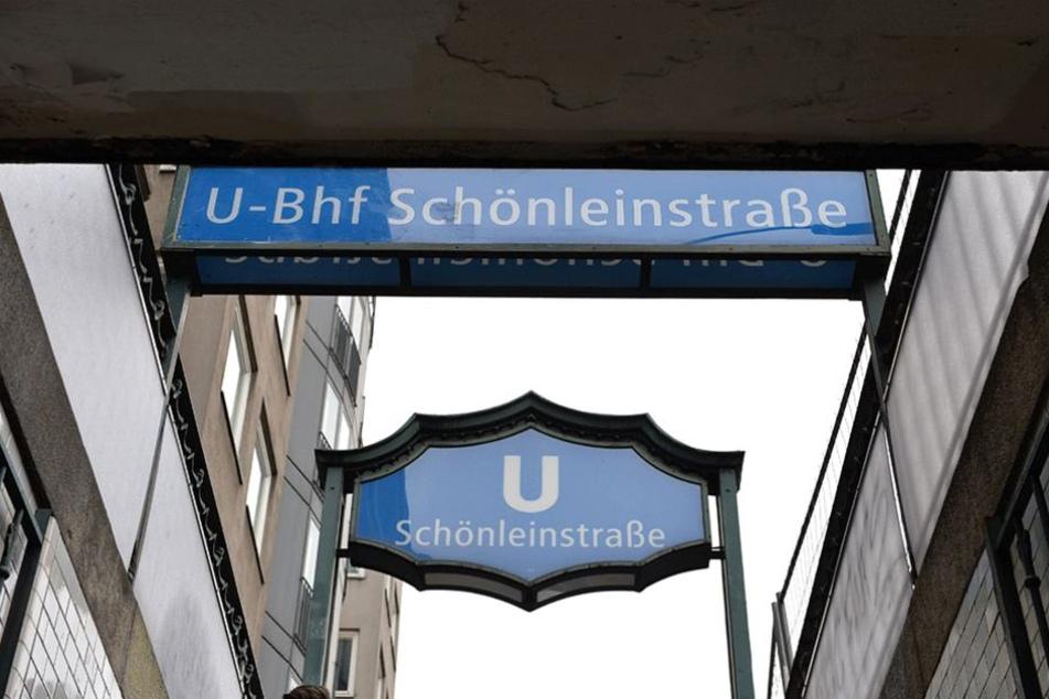 Im U-Bahnhof Schönleinstraße geschah die Tat, für die jetzt sechs junge Männer vor Gericht stehen.