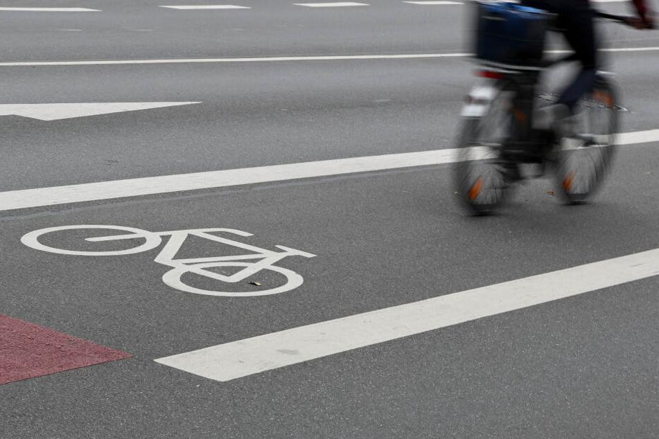 Aktivisten besetzen die Kantstraße jeden Montagmorgen. Sie wollen einen Extra-Radstreifen. (Symbolbild)