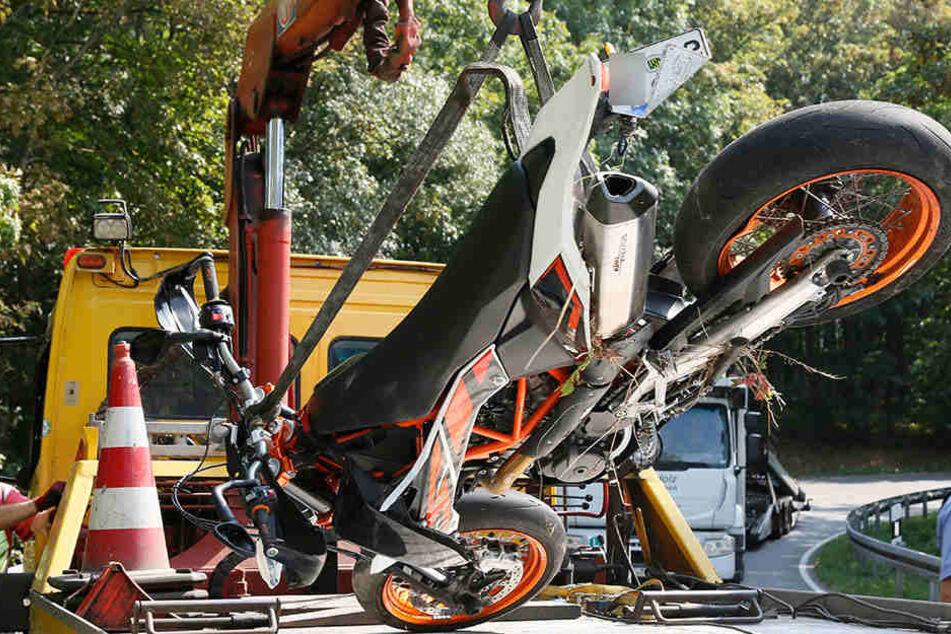 Das Motorrad wurde bei dem Crash stark beschädigt.