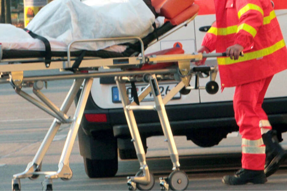 Mehrere Personen wurden bei dem Unfall schwer verletzt (Symbolbild).