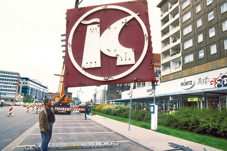 1995 verschwanden die letzten Insignien einstiger DDR-Einkaufskultur aus Chemnitz. Im Herbst kehrt der Konsum Leipzig zurück.