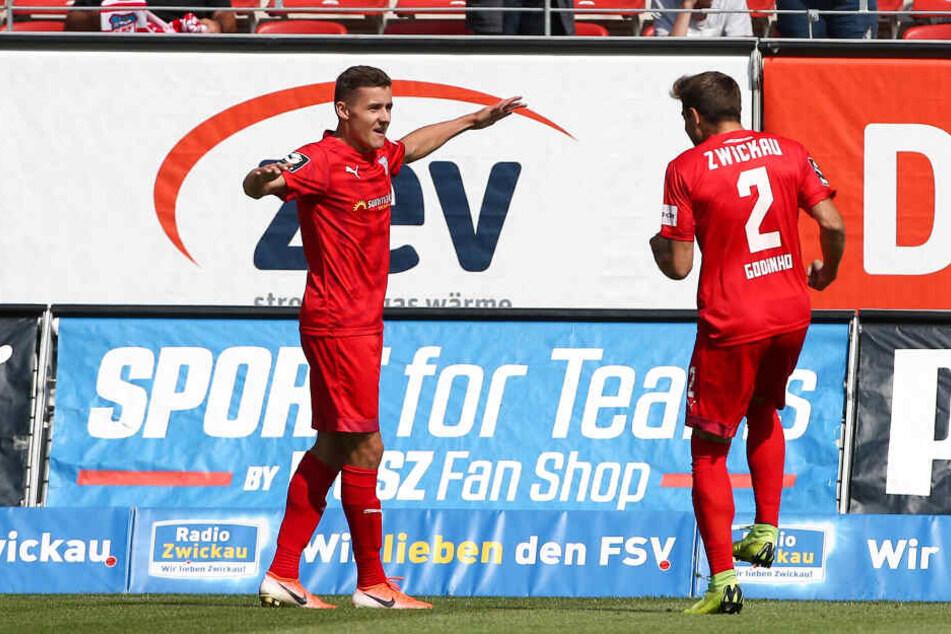 Marius Hauptmann (l.) erzielte beim Zwickauer Sieg gegen den FC Carl Zeiss Jena das alles entscheidende 2:0.