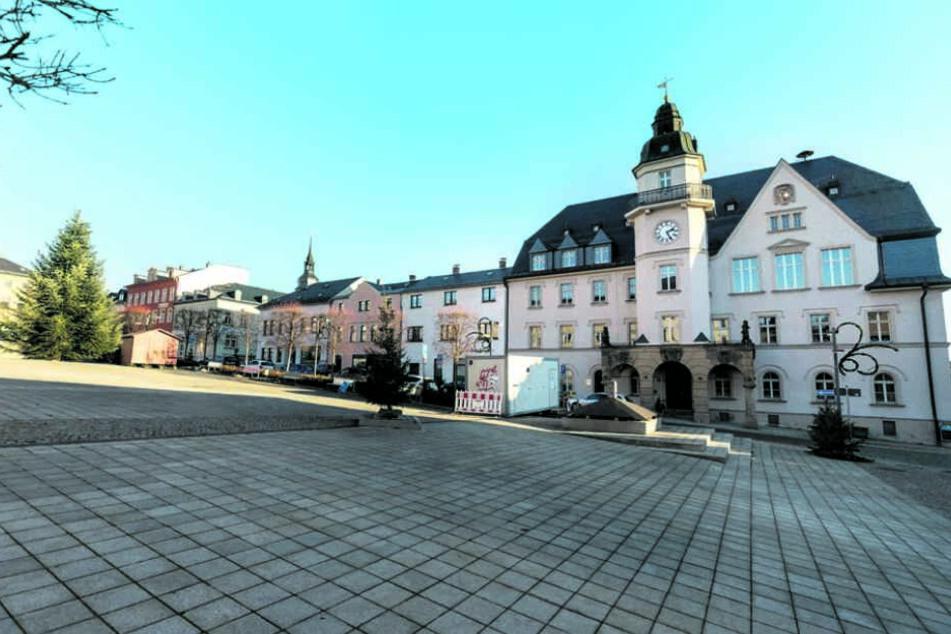 Wirbel an Marienschule Treuen: Ein Mann in Frauenkleidern erschreckt Kinder und Eltern.