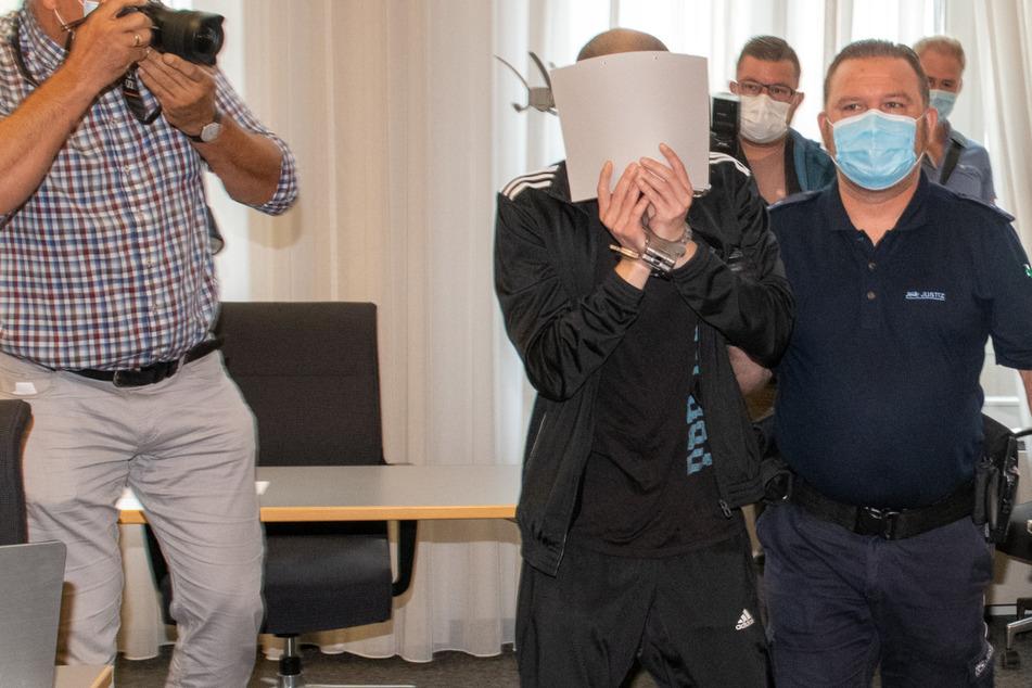 Geknebeltes Opfer bekam zu wenig Luft: Einbrecher zu langer Haftstrafe verurteilt