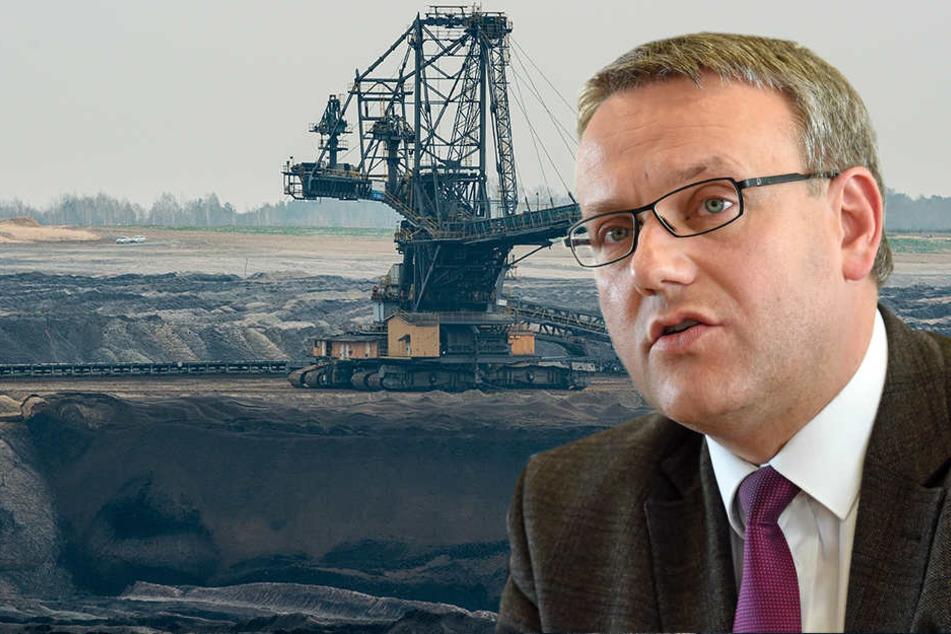 """""""Die Menschen dürfen nicht das Gefühl haben, dass ein Ausstieg über ihren Kopf hinweg entschieden wird"""", sagte Landrat Götz Ulrich (SPD) aus dem Burgenlandkreis."""