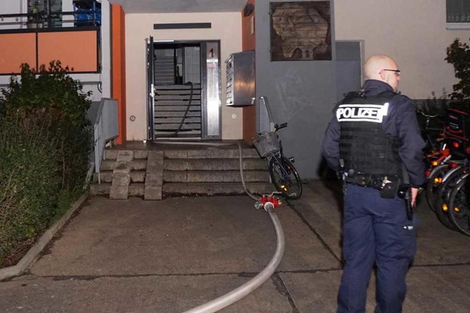 Die Polizei traf den mutmaßlichen Grabschet und Schläger bei sich zu Hause an (Symbolbild).