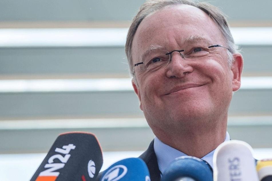 Wird er nach der Wahl noch lachen können? Stephan Weil (58, SPD).