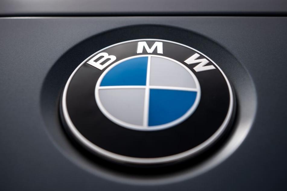 Der Münchner Autobauers BMW will die Gespräche über das Sparpaket bis zum Jahresende abschließen. (Symbolbild)
