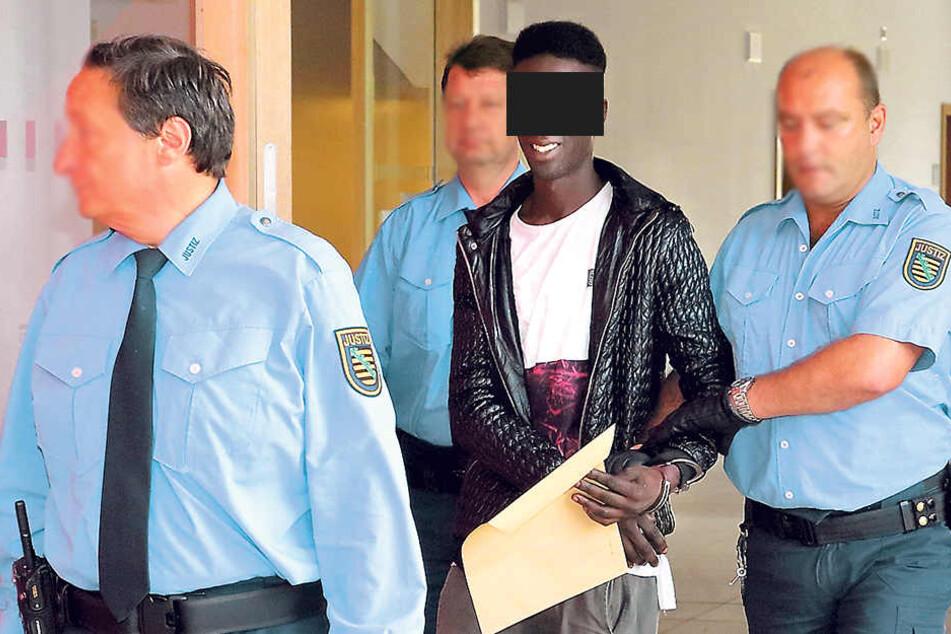Noch im Gericht wurde Mohamed T. (22) in Handschellen gelegt.