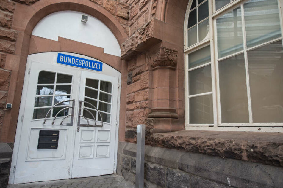 Die junge Frau alarmierte umgehend die am Gießener Bahnhof stationierte Bundespolizei.