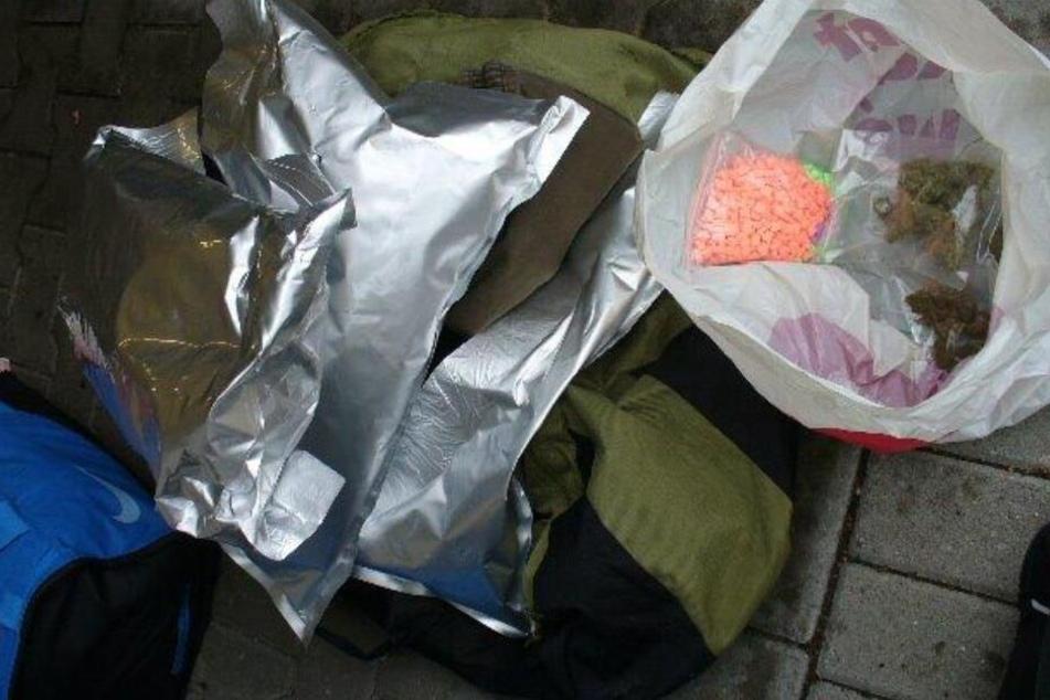 In einer Reisetasche hatte die Frau die Drogen versteckt.