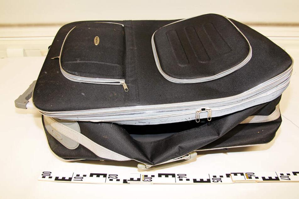 Die Polizei bittet um Hinweise aus der Bevölkerung zu diesem Koffer.