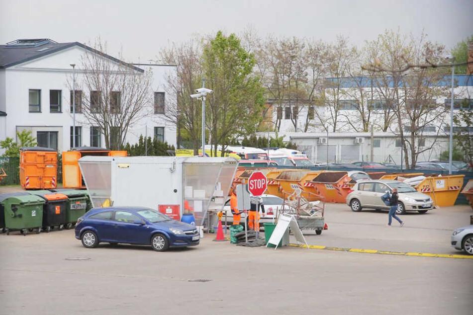 Anti-Terror-Spezialkräfte rückten zum Wertstoffhof Reick an.