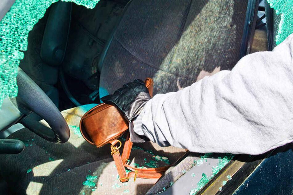 Der 25-Jährige soll vier Autos aufgebrochen haben. (Symboldbild)