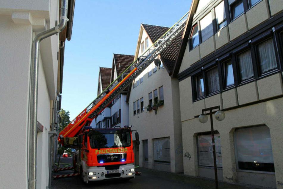 Mit einem Sprung vom Balkon hat sich ein Mann in Ibbenbüren bei einem Brand in Sicherheit gebracht (Archivbild).