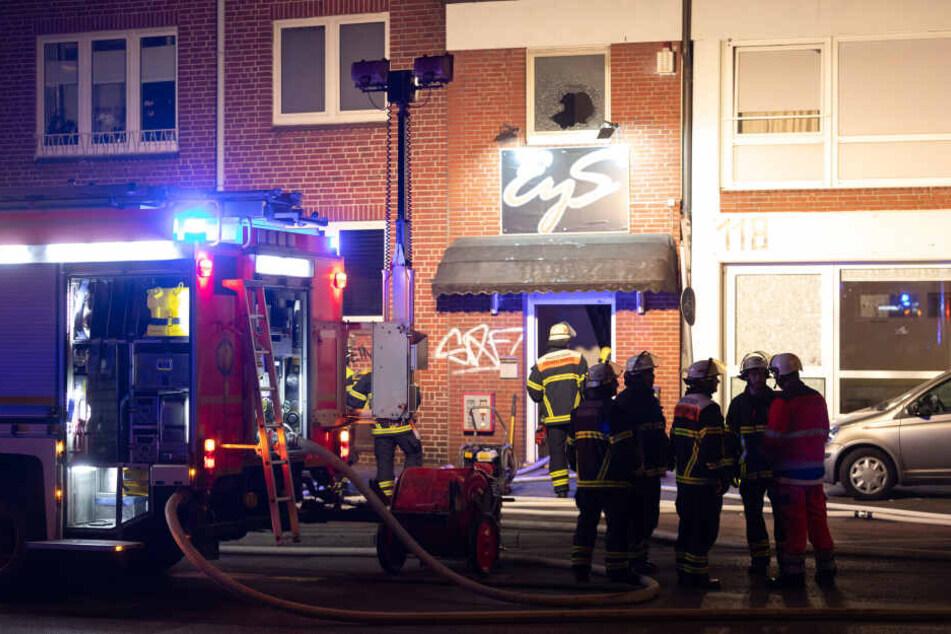 """""""Die frivole Nightclub-Bar"""" mit dem Namen """"Eys"""" in Barmbek musste in der Nacht evakuiert werden."""