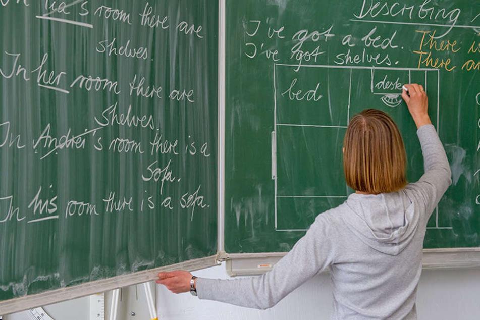 Die Lehrer haben sich weiter gebildet, wurden als Referendare ausgebildet, haben Fachleitungen übernommen und sogar in Schulgremien gearbeitet. (Symbolbild)