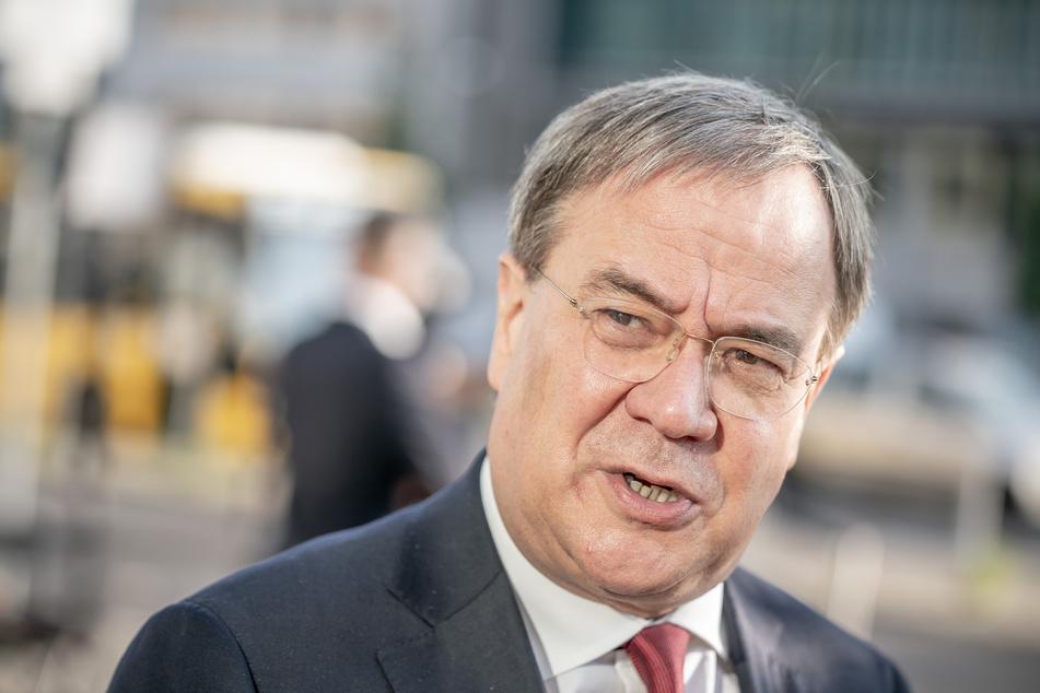 NRW-Ministerpräsident Armin Laschet (59) ist für eine neue Risikobewertung der Corona-Pandemie.