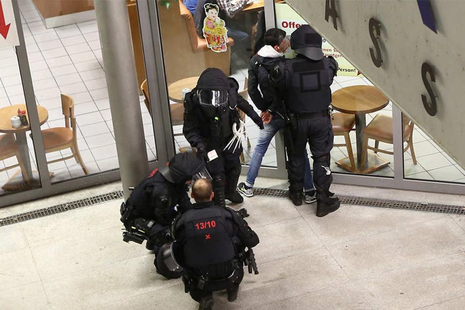 Mit Komplexkontrollen geht die Polizei gegen Kriminelle vor.