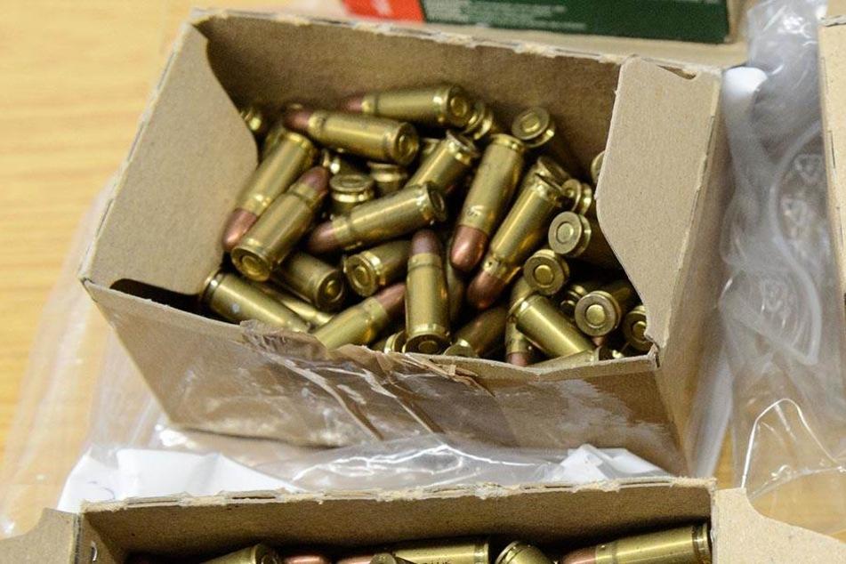 Scharfe Munition hortete ein 19-Jähriger in seiner Wohnung.
