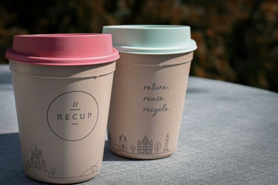 Mit nachhahltigen Kaffeebechern kann schon der erste Schluck am Morgen Markenbewusstsein unterstützen.