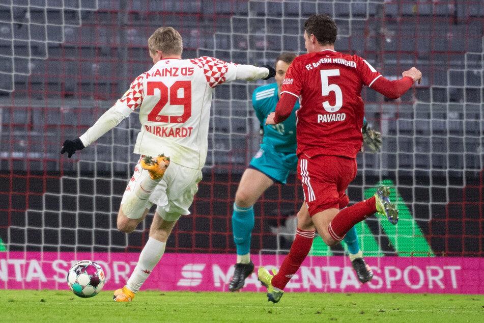 Knallhart, platziert und einfach sehenswert: Jonathan Burkardt (l.) erzielte die Führung für den 1. FSV Mainz 05 im Spiel gegen den FC Bayern München.