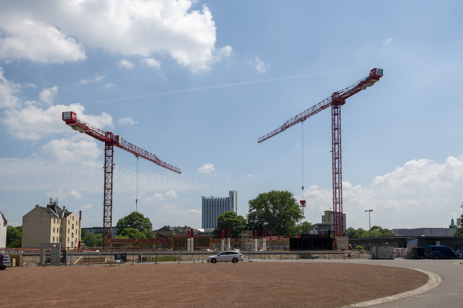 Schulneubau am Hartmannplatz: Preisexplosionen und Lieferengpässe auf dem Materialienmarkt machen nicht nur diesem städtischen Bauprojekt zu schaffen.