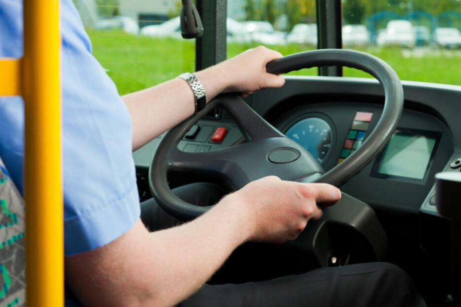 Der Busfahrer wird nun mindestens mit einem Bußgeld rechnen müssen. (Symbolbild)