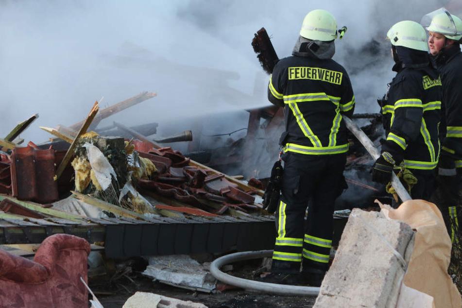 Die Feuerwehr war in Wallersdorf mit einem großen Aufgebot vor Ort. (Symbolbild)