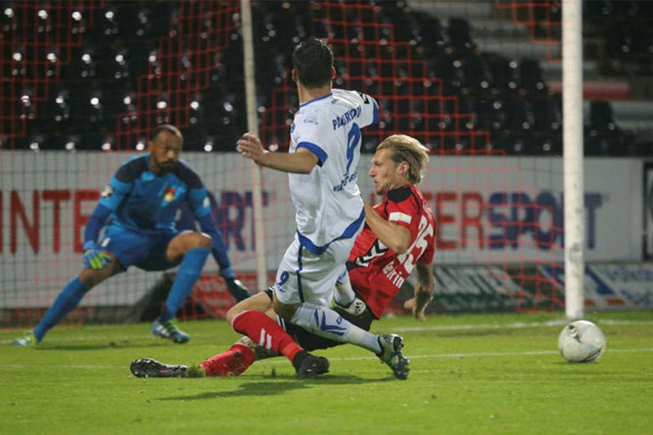 Van der Biezen hatte schon in der Anfangsphase zwei gute Chancen, doch der Stürmer verfehlte.