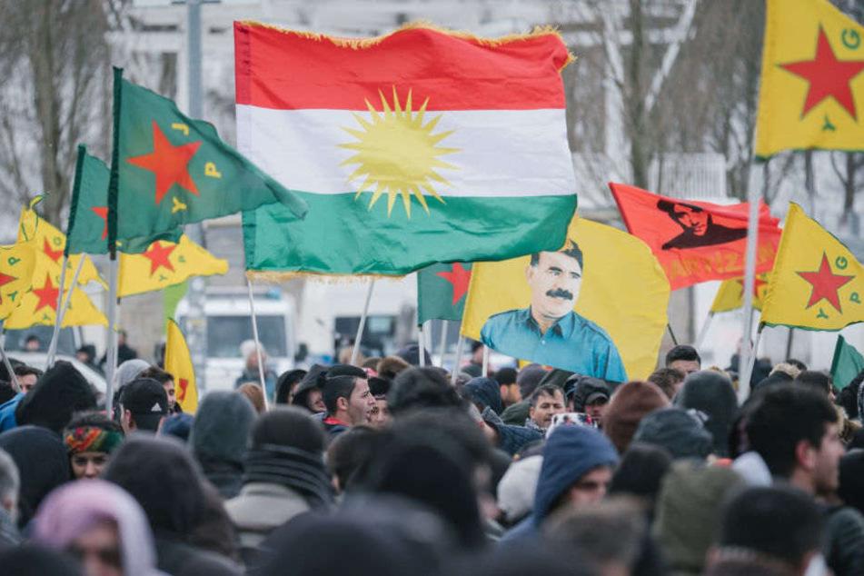 Rund 2000 Menschen wollen gegen das PKK-Verbot demonstrieren (Symbolbild).