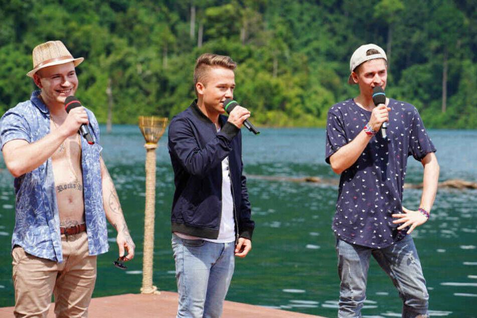 """Sven Schlegler, Jonas Weisser und Taylor Luc Jacobs (v.l.) wollen mit dem Song """"Aicha"""" von Moe Phoenix eine Runde weiterkommen. Dabei hat sich Sven obenrum auch ein wenig frei gemacht."""