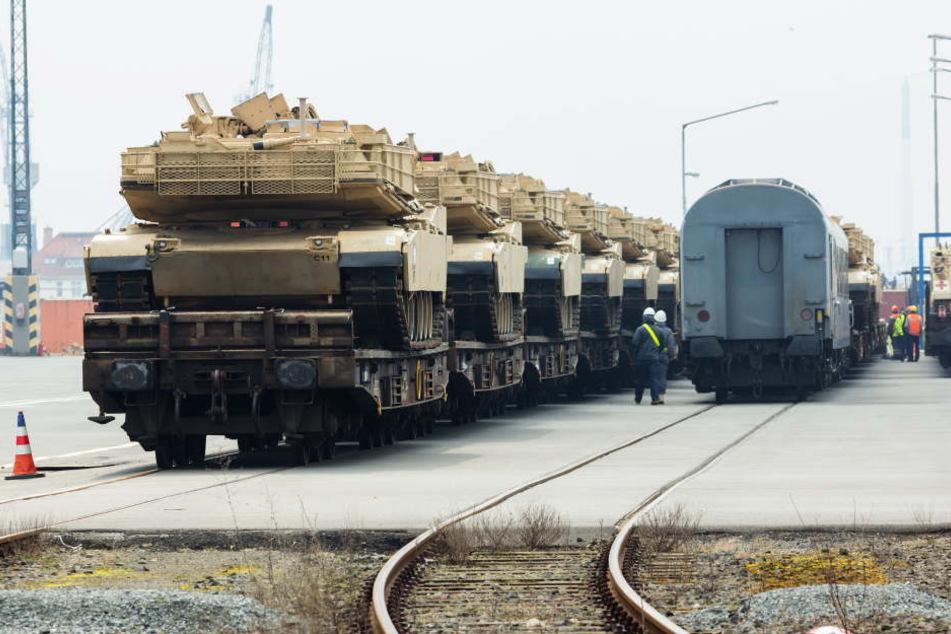 US-Soldaten werden bei der Verlegung einer Panzerbrigade nach Mittel- und Osteuropa auf einem Truppenübungsplatz bei Potsdam übernachten.