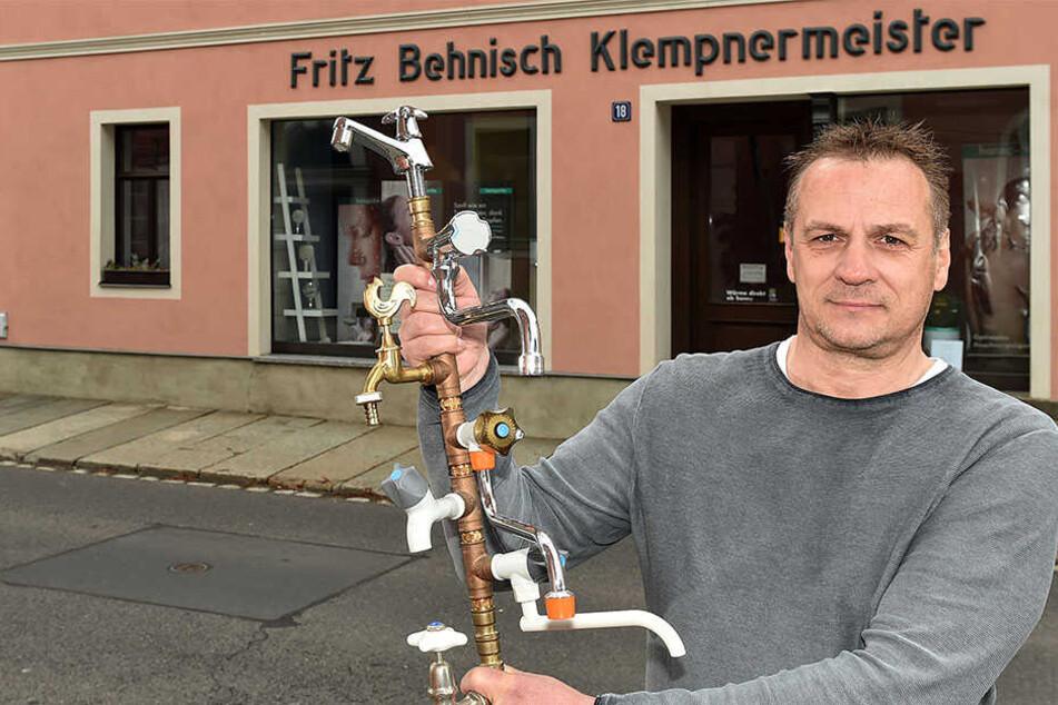Klempnermeister Uwe Behnisch (54) führt den Handwerksbetrieb in Kamenz in fünfter Familiengeneration.