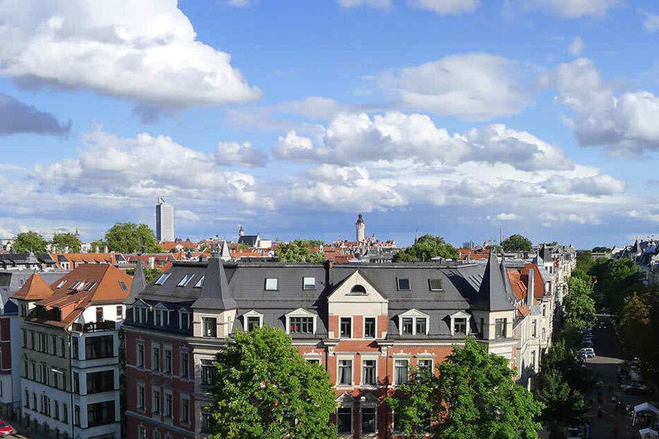 Während man in Leipzig rund 6 Euro pro Quadratmeter für die Bestandsmiete ausgibt, muss man für Erstbezugswohnungen gut 1,80 Euro mehr pro Quadratmeter hinlegen.