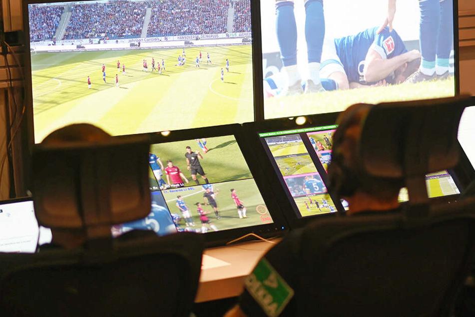 Kein Videobeweis im Fußballspiel weil einer den Stecker zog!