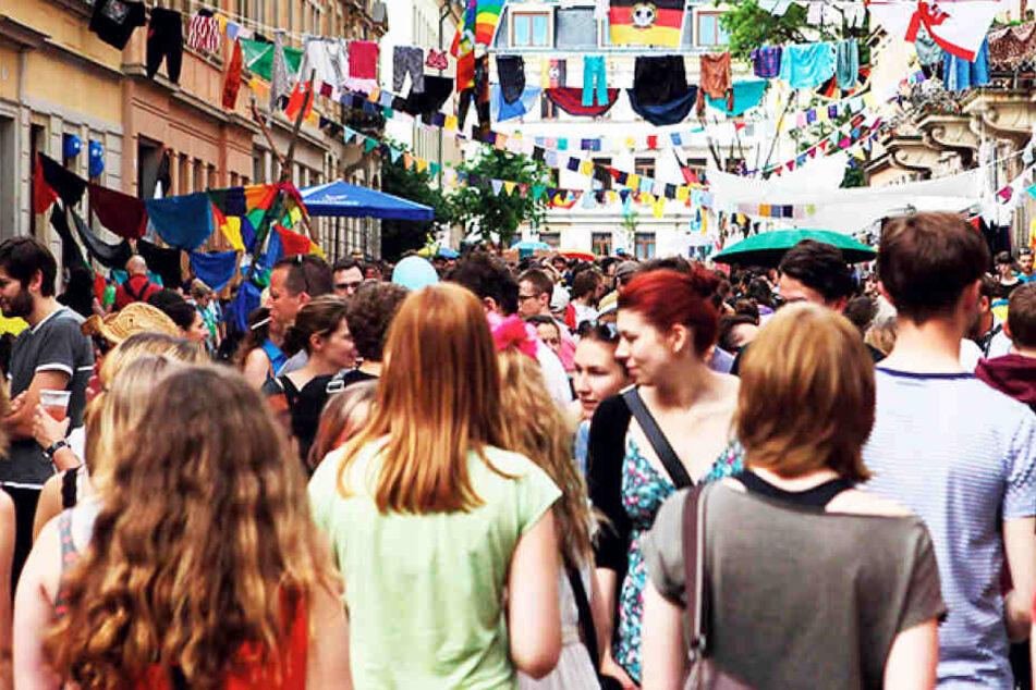 Die Bunte Republik Neustadt (BRN) zieht jährlich Zehntausende Besucher zum  Feiern in die Äußere Neustadt.