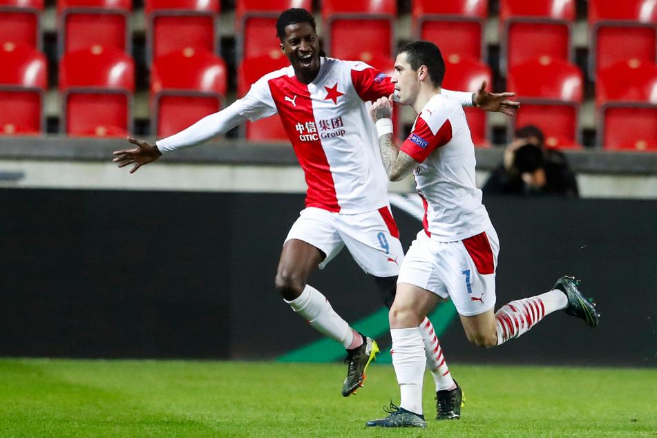 Peter Olayinka (25, l.) und Nicole Stanciu (27) trugen mit ihren Toren viel zur Meisterschaft vom SK Slavia Prag bei.
